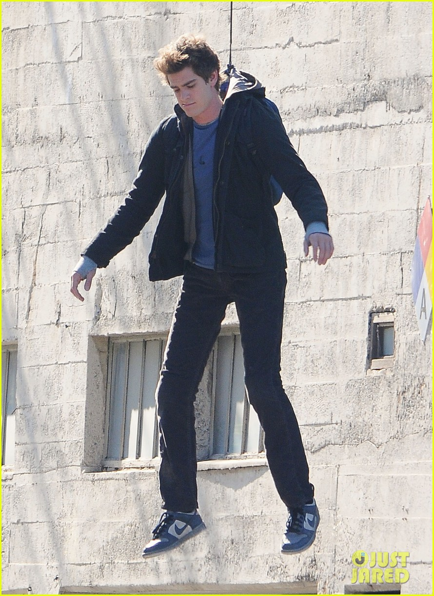 andrew garfield flying spider man 01