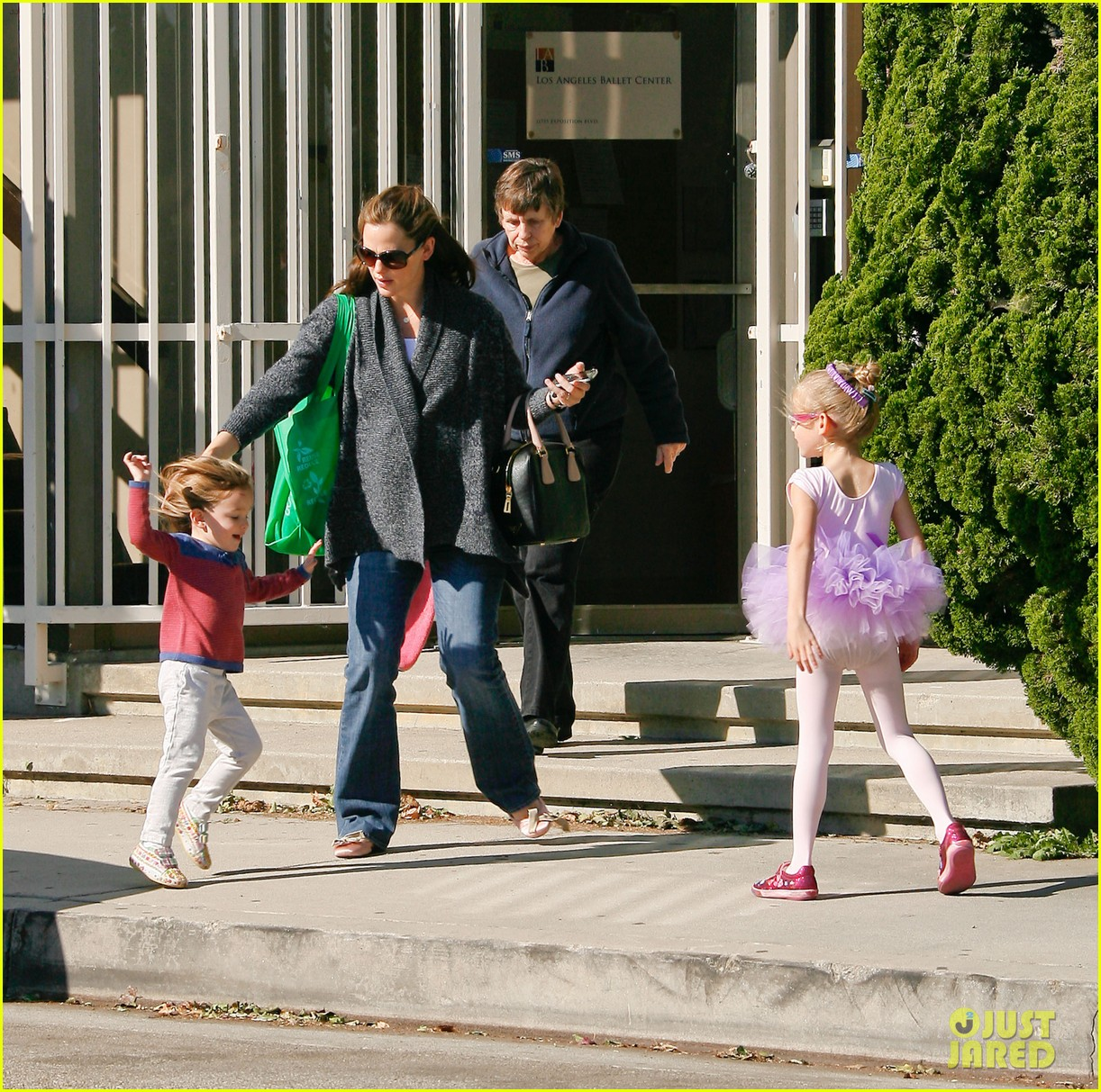 jennifer garner leaves ballet class with the girls 10