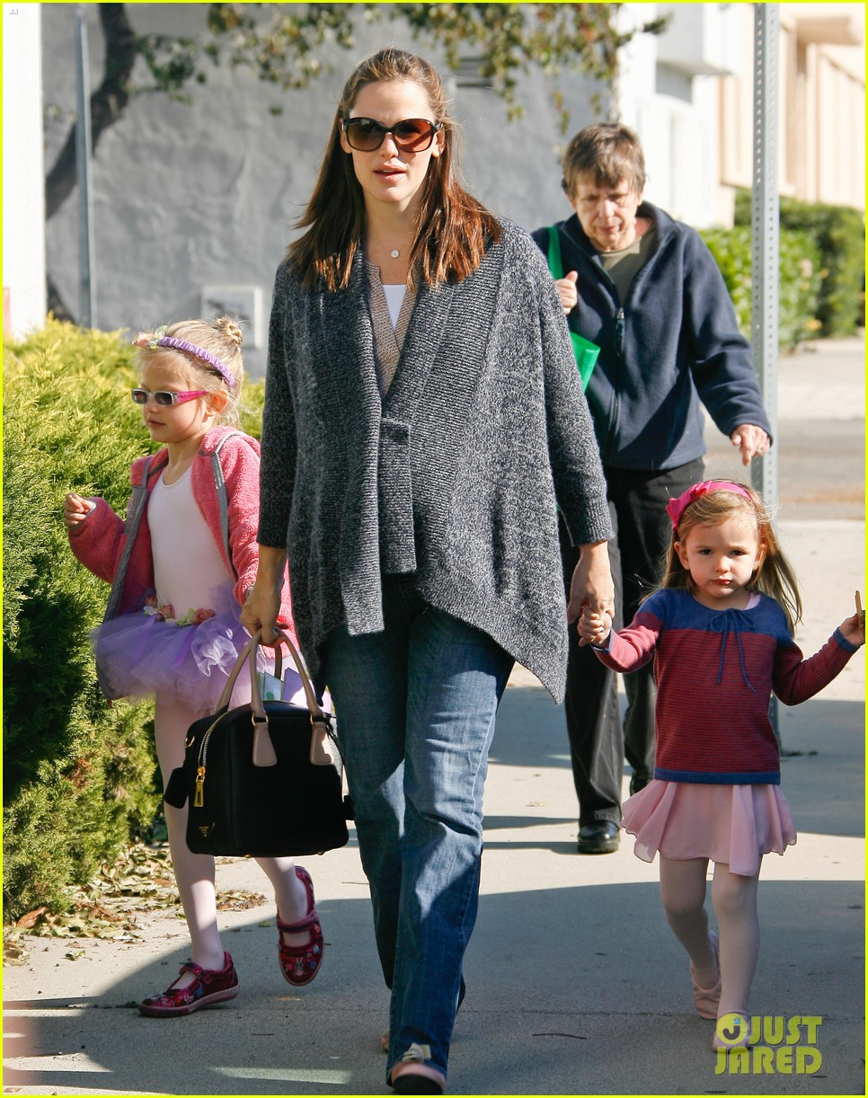jennifer garner leaves ballet class with the girls 23