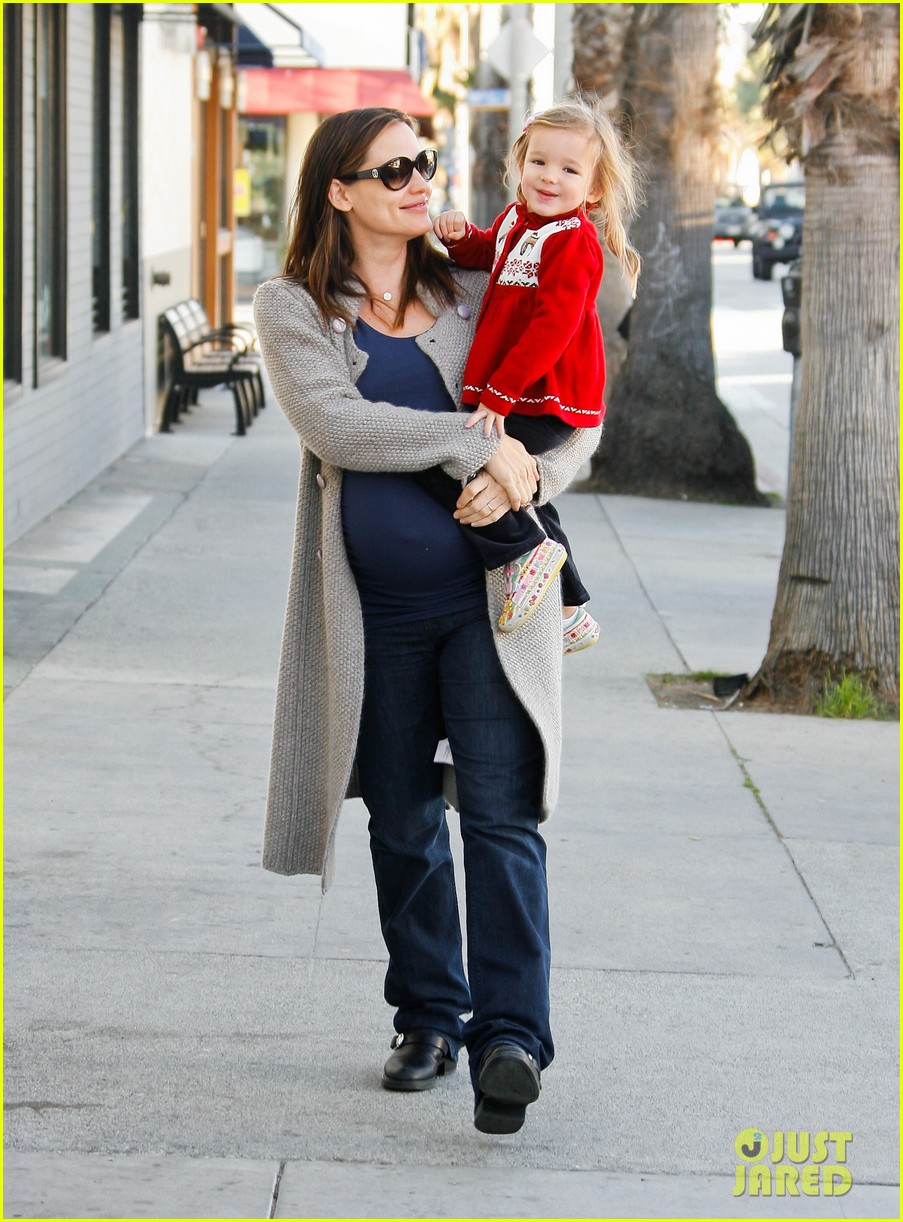 jennifer garner busy day 142608538