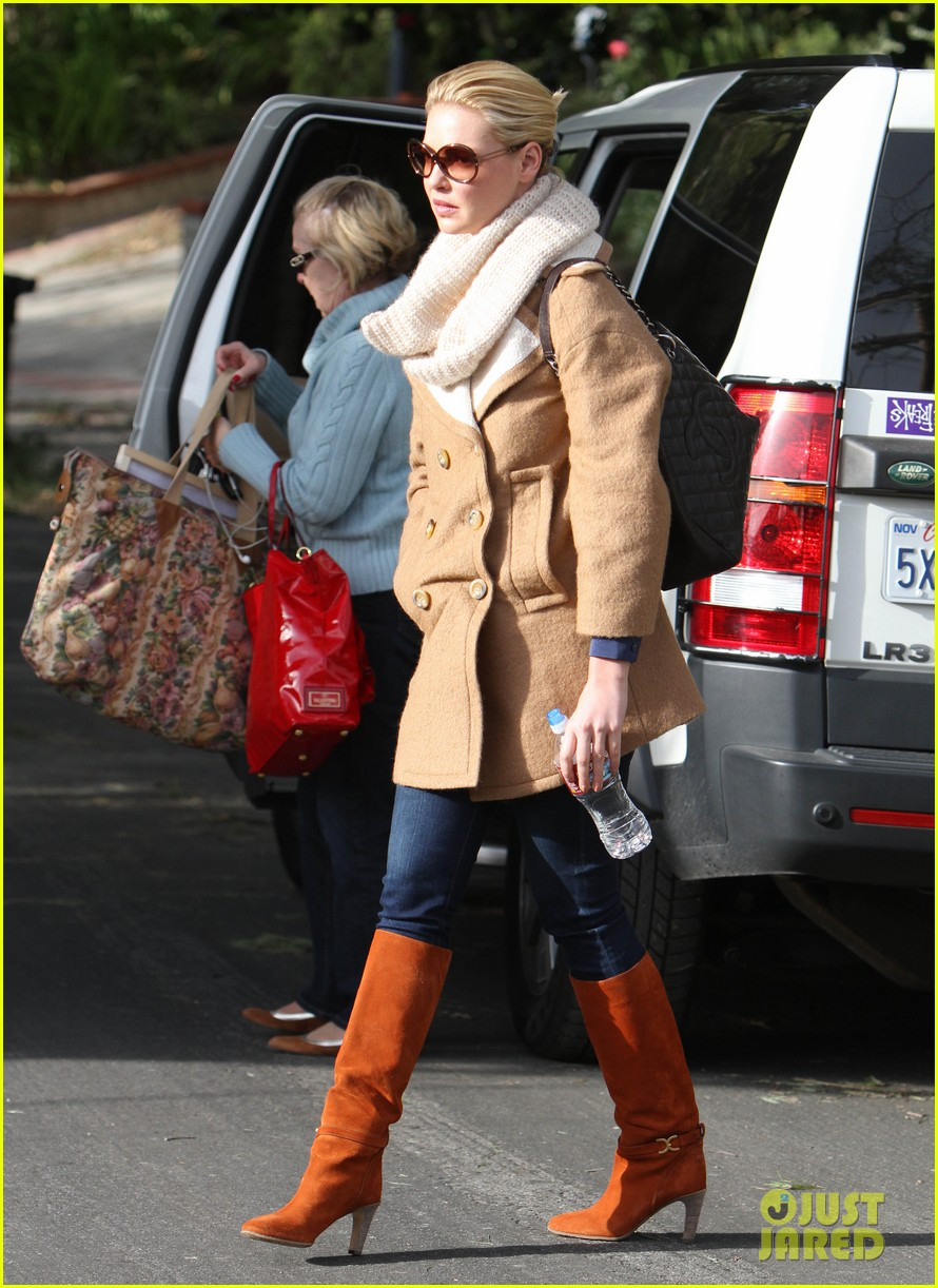 katherine heigl bundles up 01