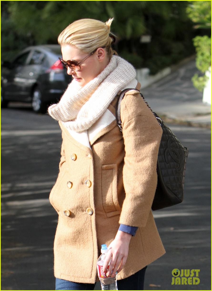 katherine heigl bundles up 04