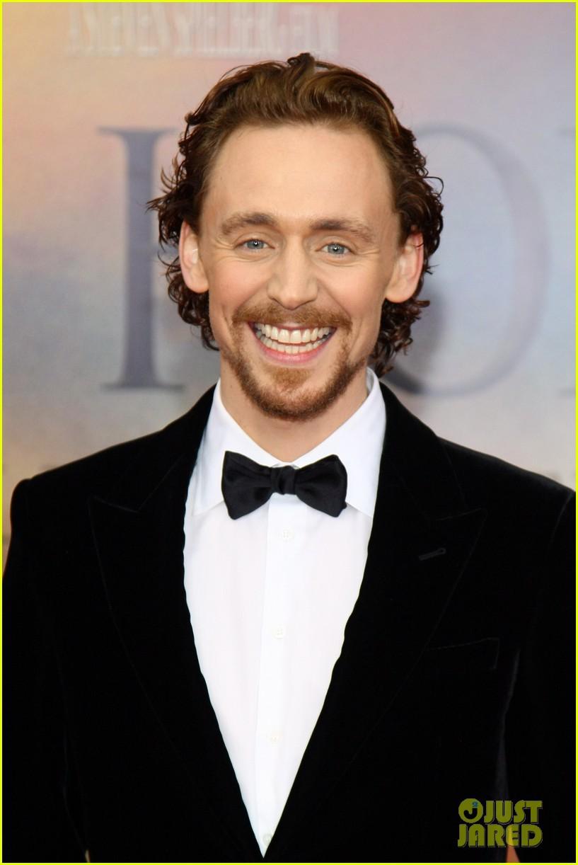 tom hiddleston jeremy irvine war horse 032606599