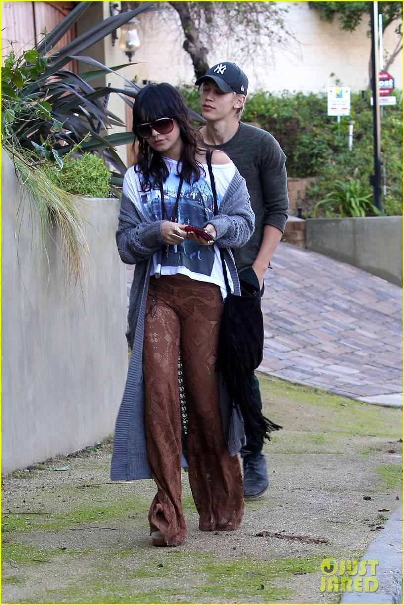 vanessa hudgens austin butler ashley tisdale breakfast 14