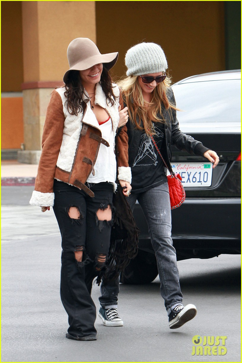 vanessa hudgens ashley tisdale giggle gals 052611218