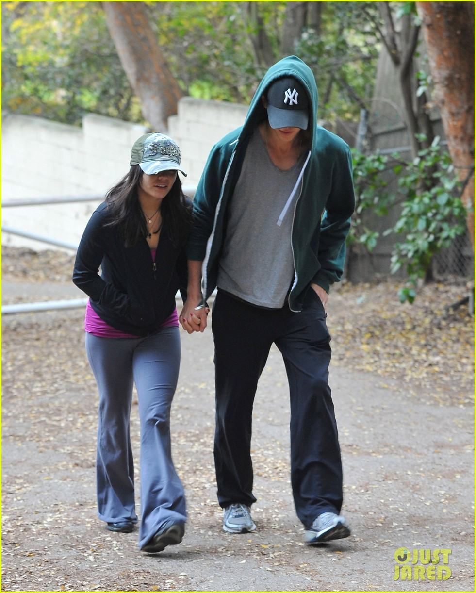 vanessa hudgens austin butler xmas weekend 06