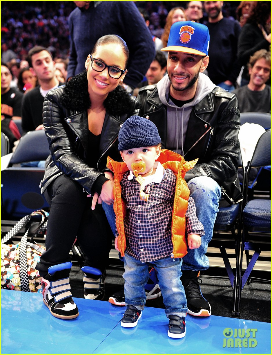 alicia keys julianne moore knicks game 01