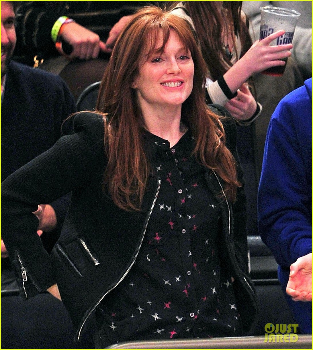 alicia keys julianne moore knicks game 02