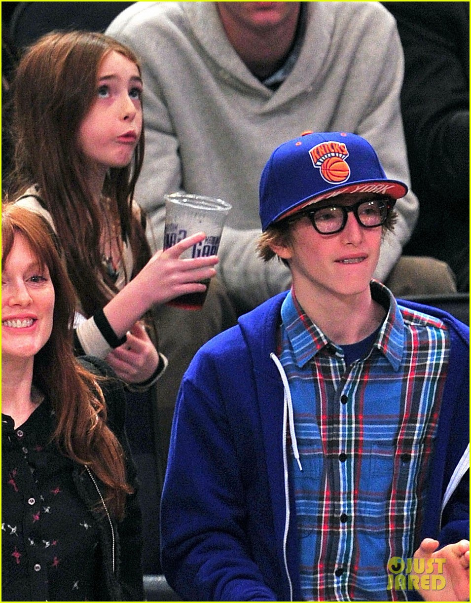 alicia keys julianne moore knicks game 042612502