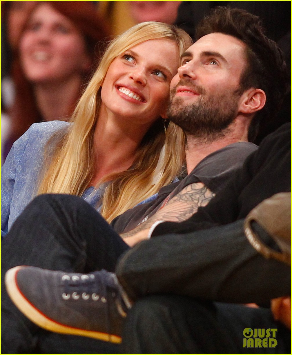 adam levine anne v lakers lovers 05