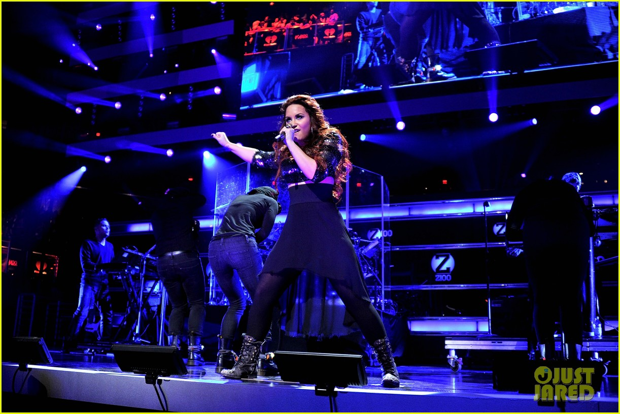 demi lovato z100 jingle ball performance 01