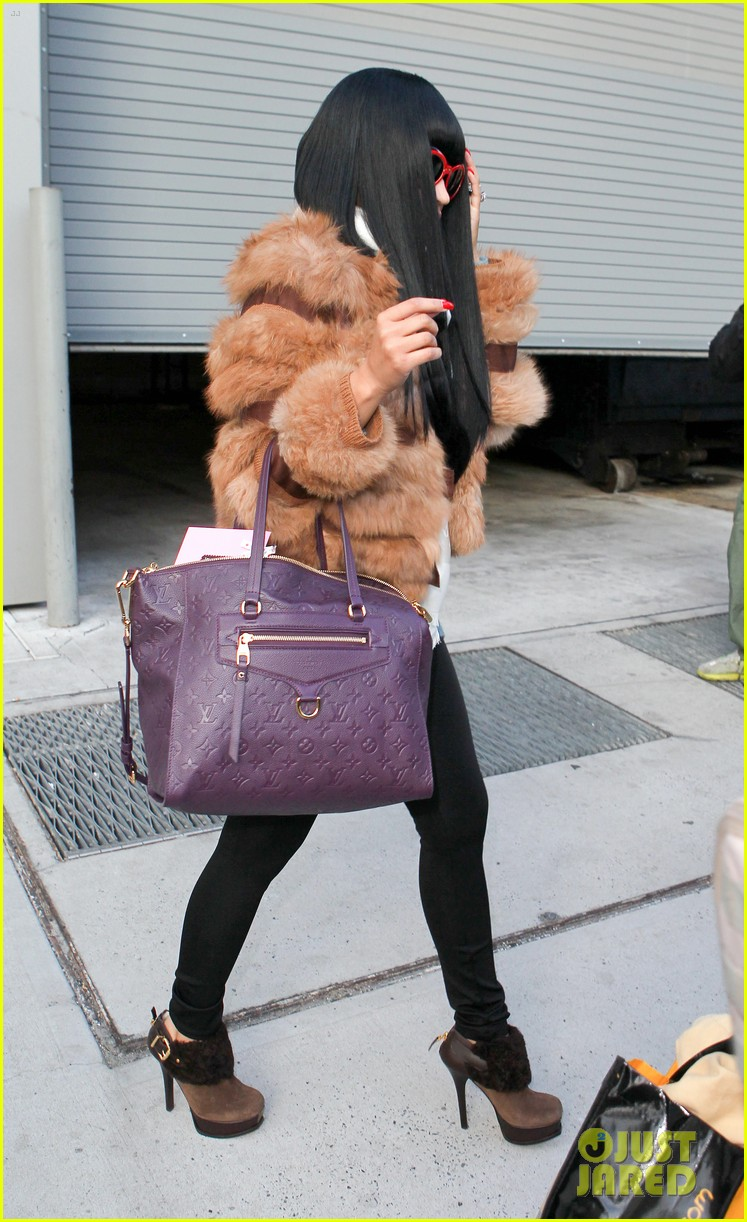 nicki minaj fur coat 05