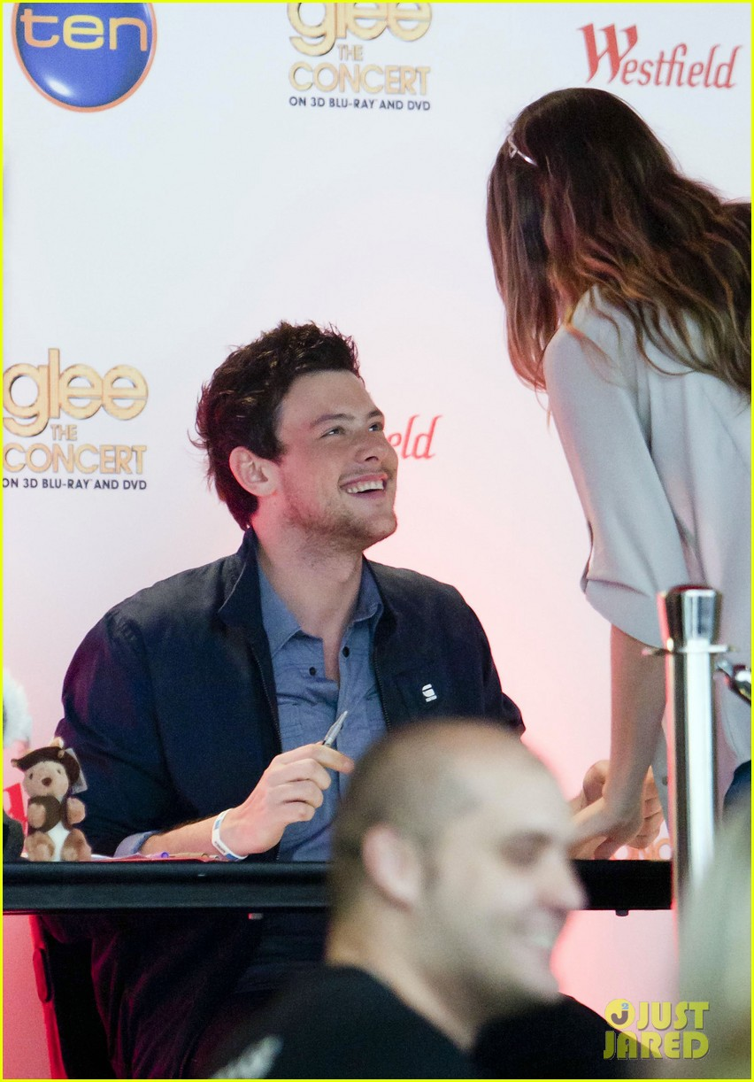 cory monteith signs glee 01