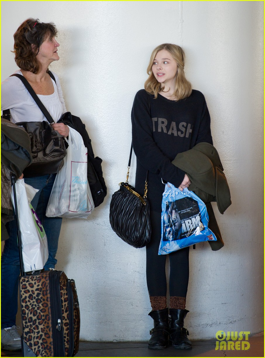 chloe moretz airport girl 01