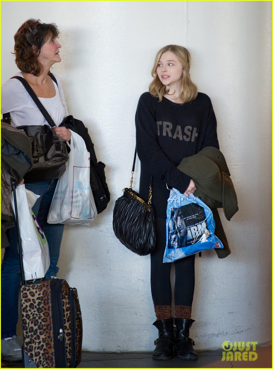 chloe moretz airport girl 01