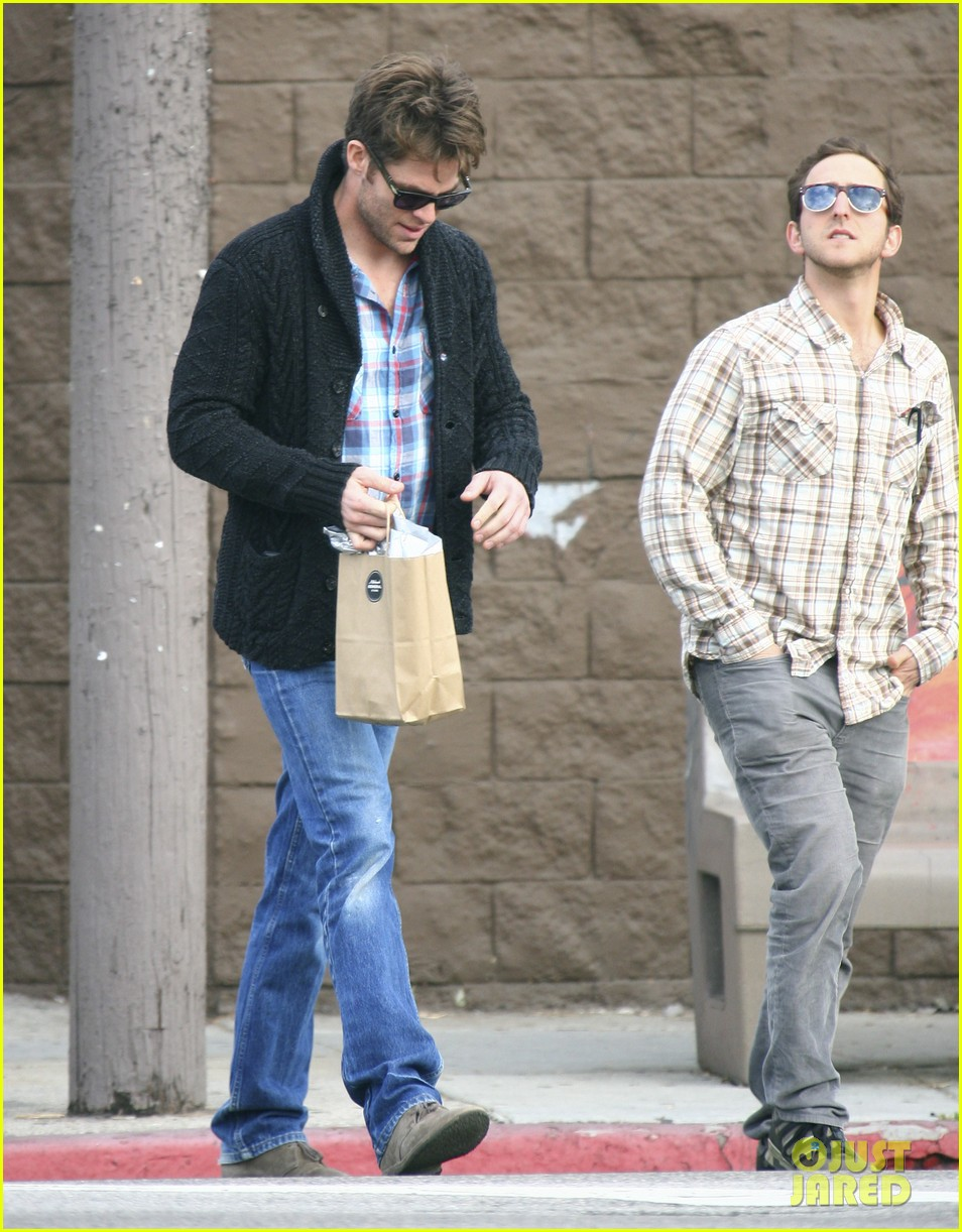 chris pine out about la 03