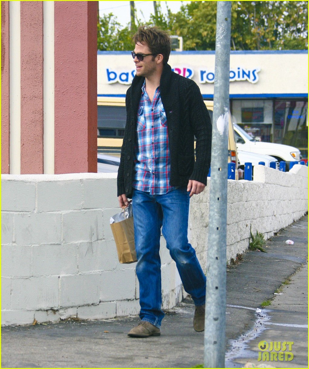 chris pine out about la 05