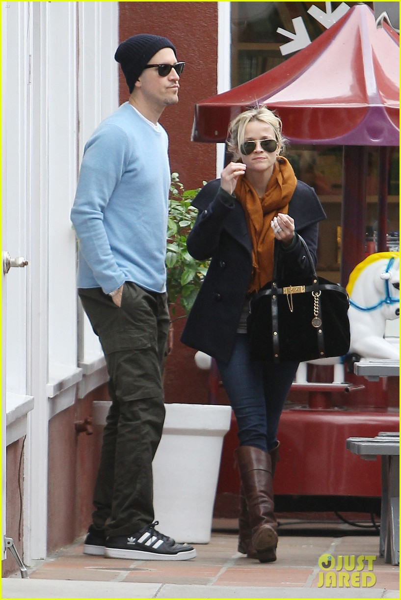 reese witherspoon jim toth brentwood country mart 05