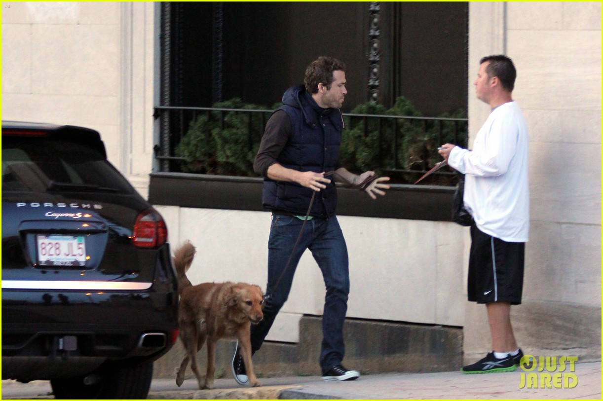 ryan reynolds dog autograph 03
