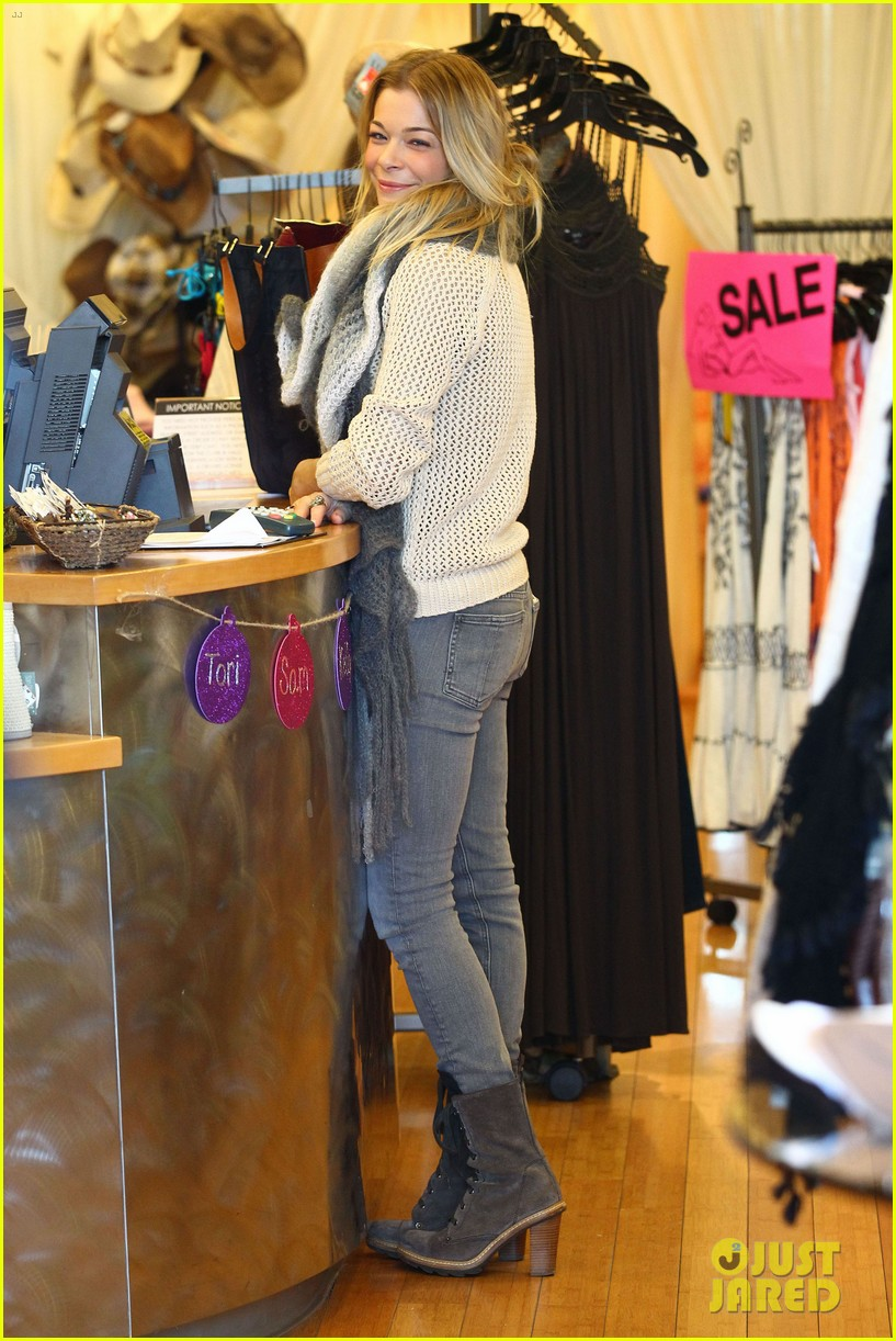 leann rimes shops for a hat 10