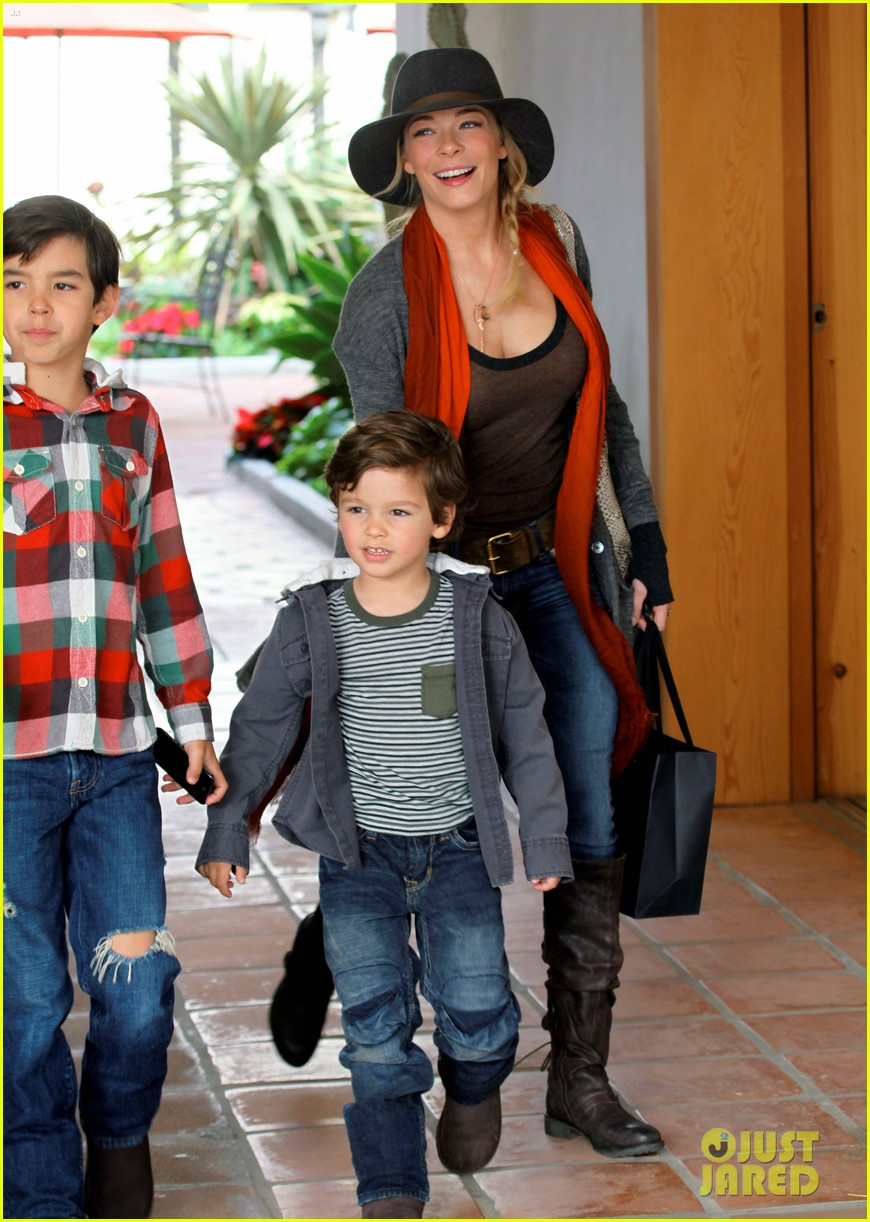 leann rimes jake shopping malibu 03
