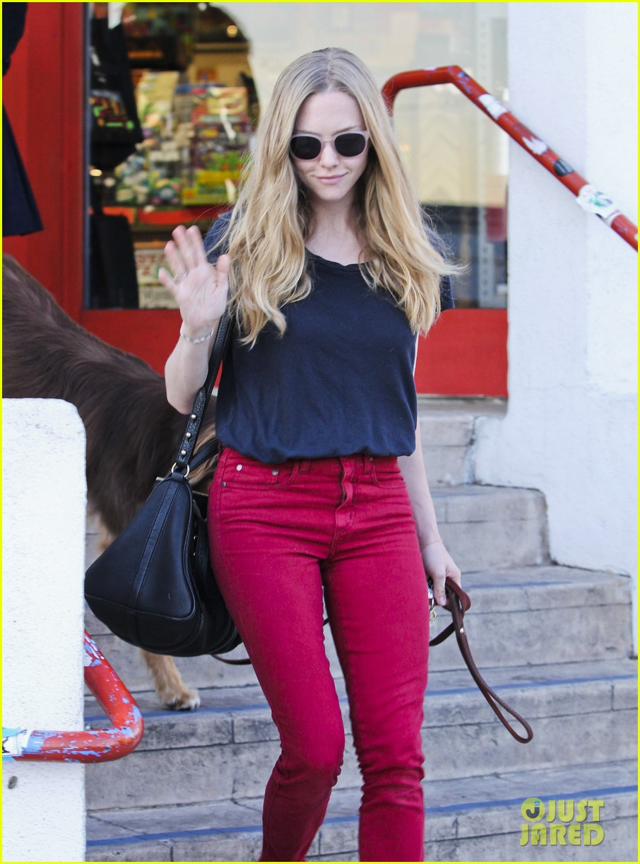 amanda seyfried art supplies shopping stop 04