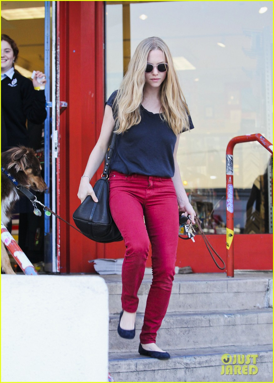 amanda seyfried art supplies shopping stop 08