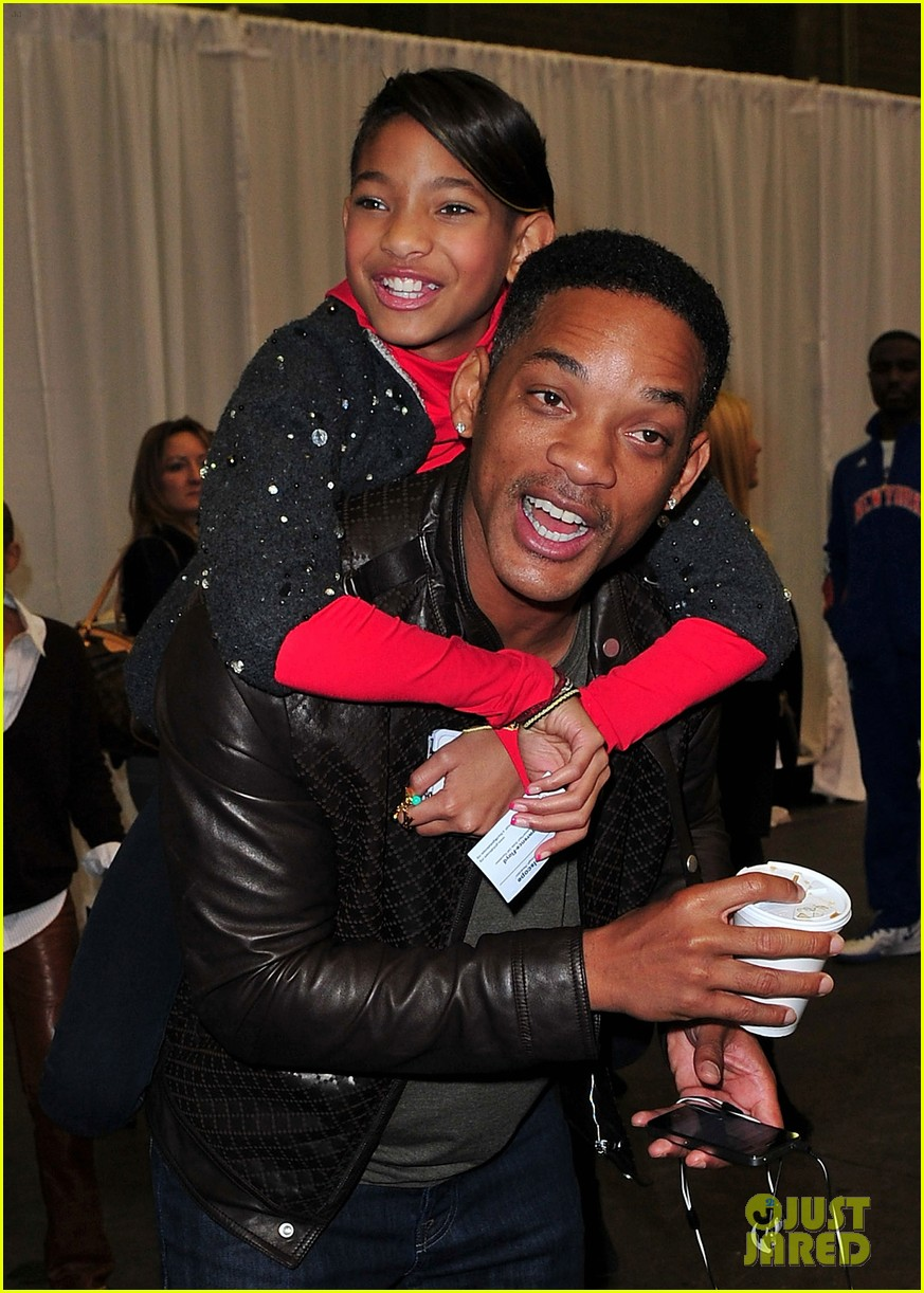 willow will smith holiday hangar 03