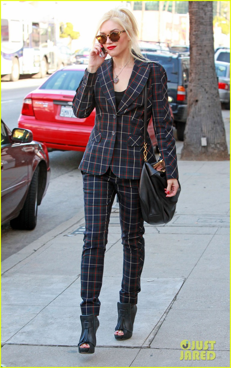 gwen stefani plaid lady in west hollywood 05