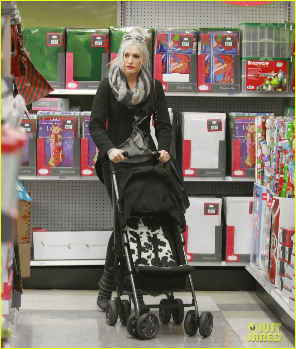 gwen stefani christmas shopping kingston zuma 10