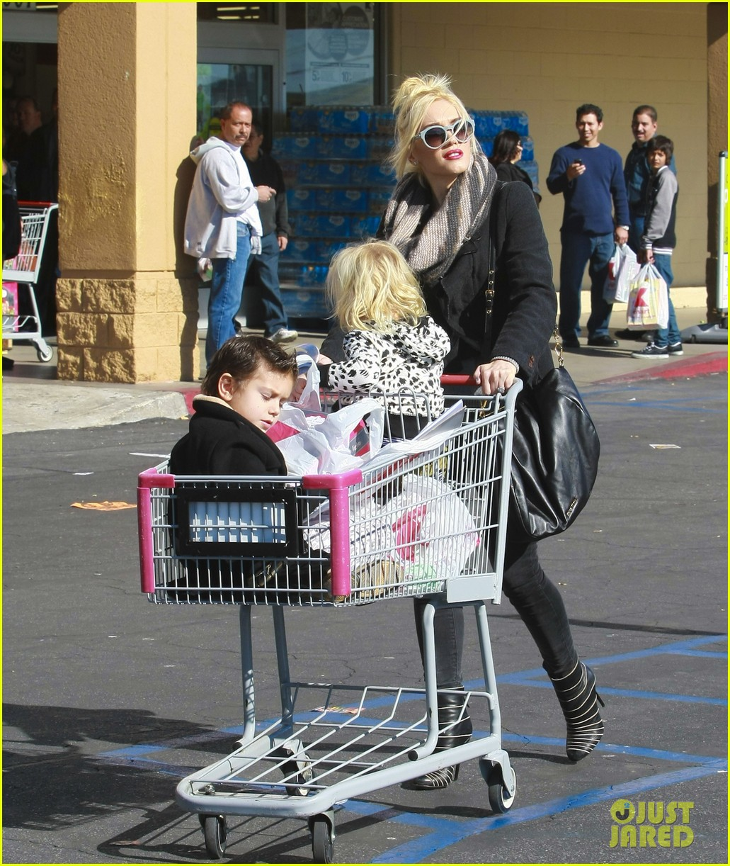 gwen stefani christmas shopping kingston zuma 16