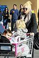 gwen stefani christmas shopping kingston zuma 04