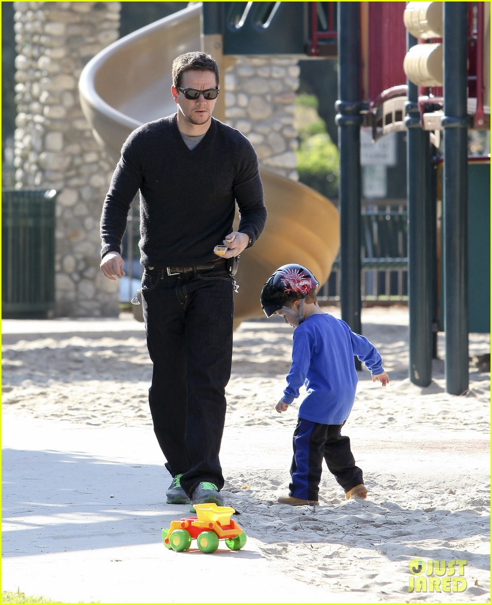 mark wahlberg family park day 28