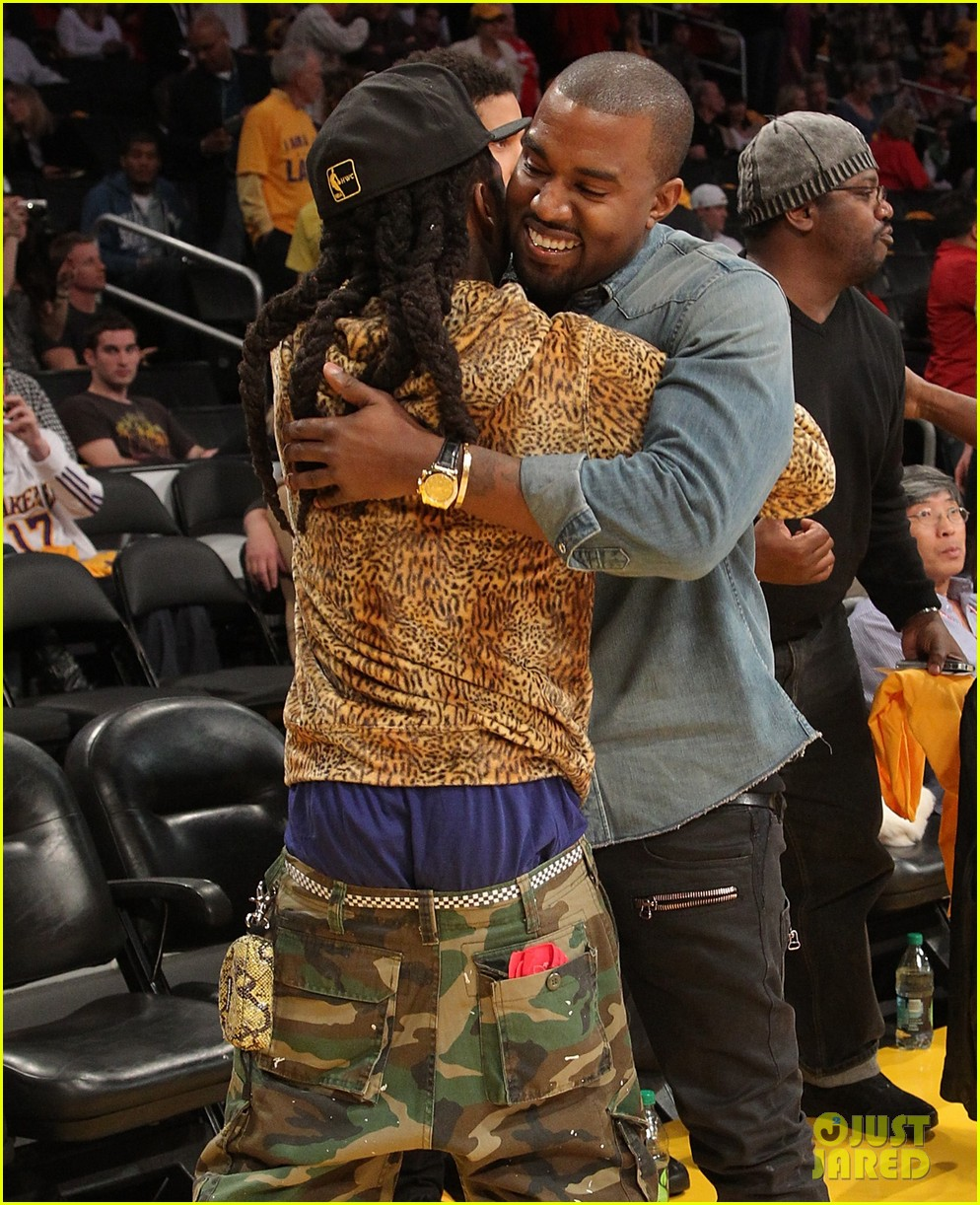 kanye west lakers game with lil wayne 02