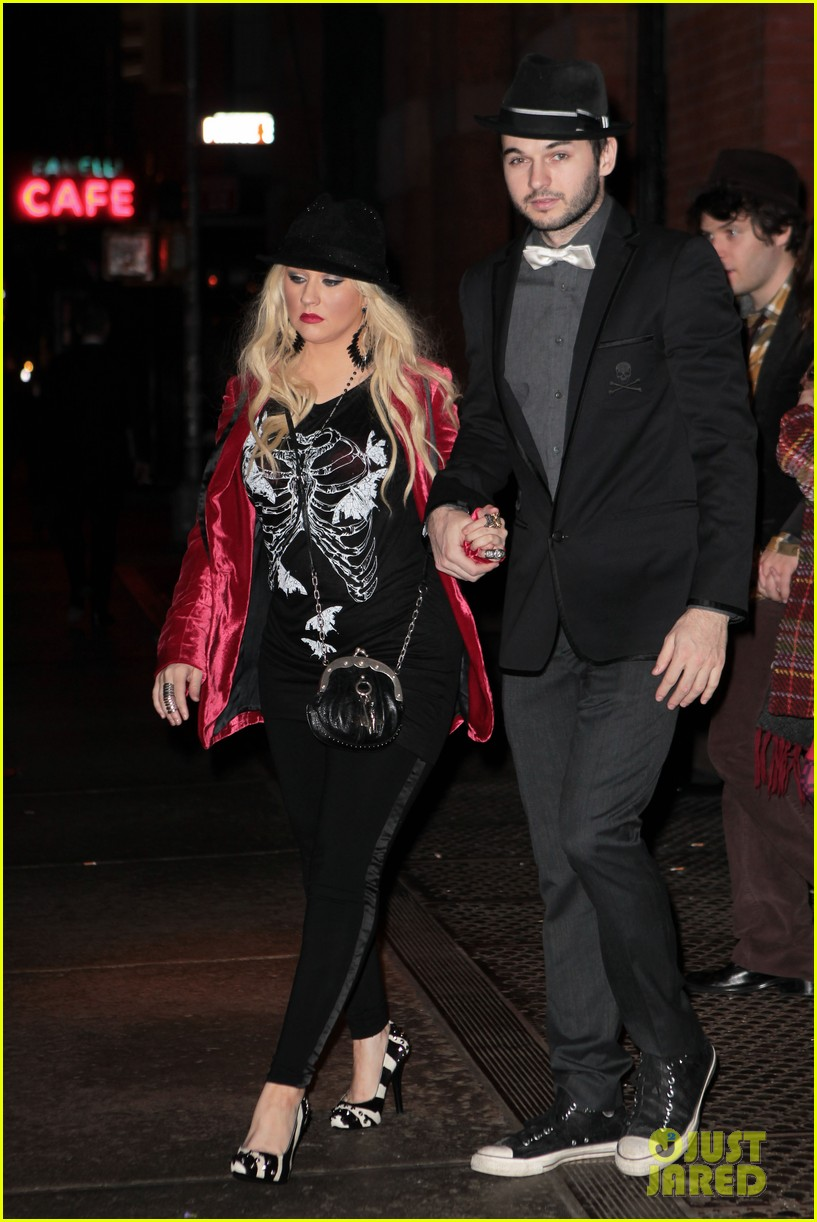 christina aguilera matt rutler new years eve 02