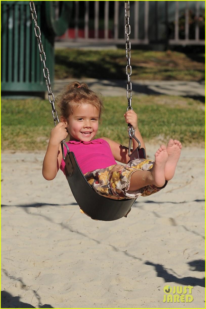 jessica alba family park playtime 042623186