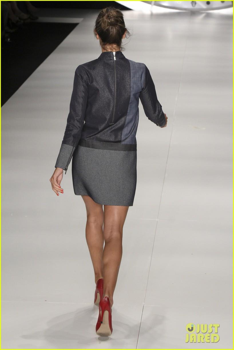 alessandra ambrosio colcci fashion show 15