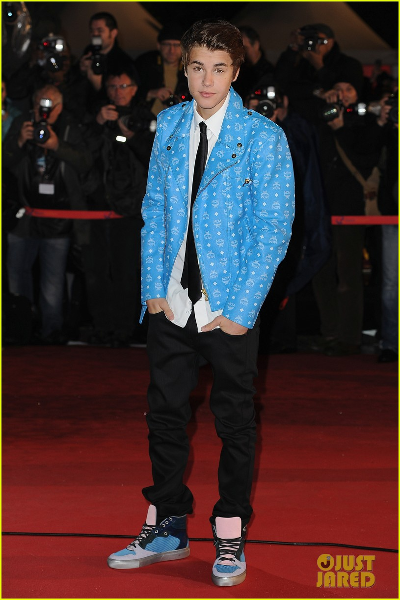justin bieber darker do at nrj awards 01