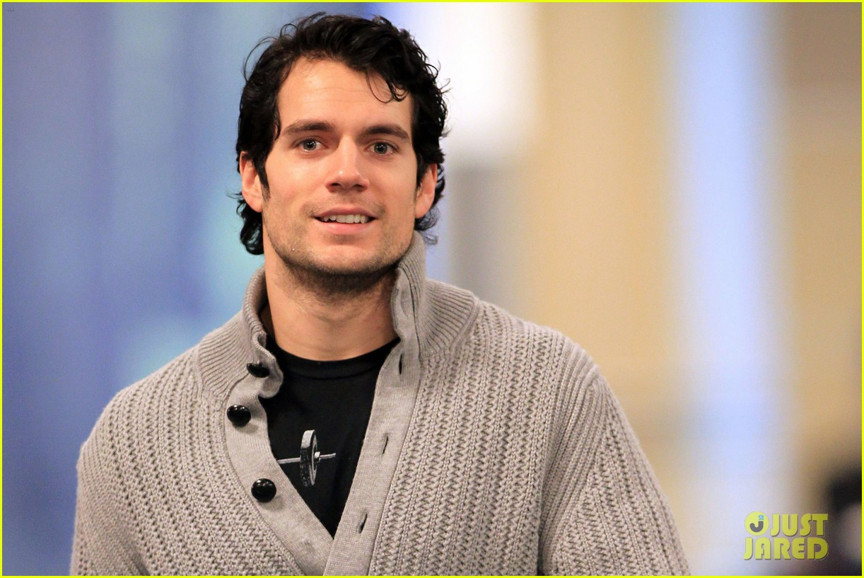 henry cavill vancouver airport 04