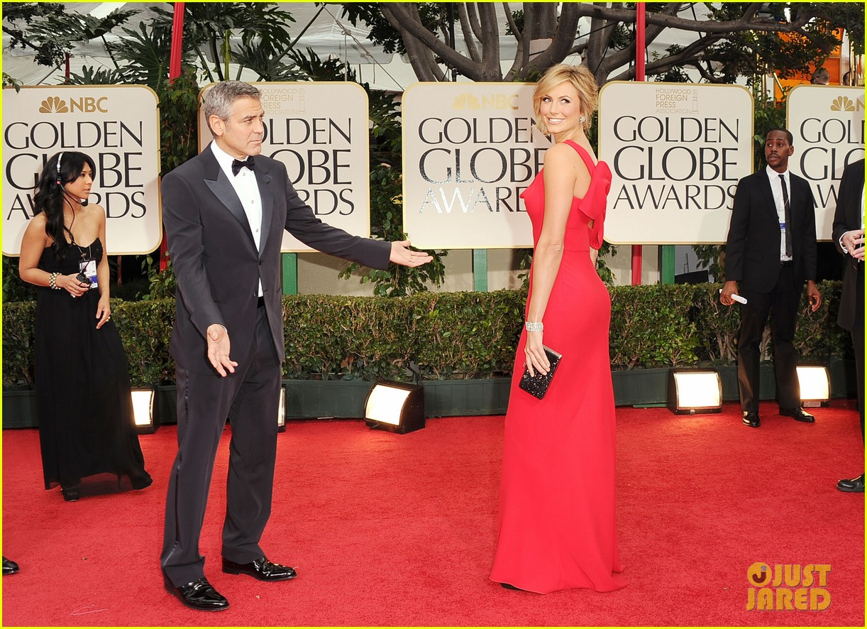 george clooney stacy keibler golden globes 2012 072618369