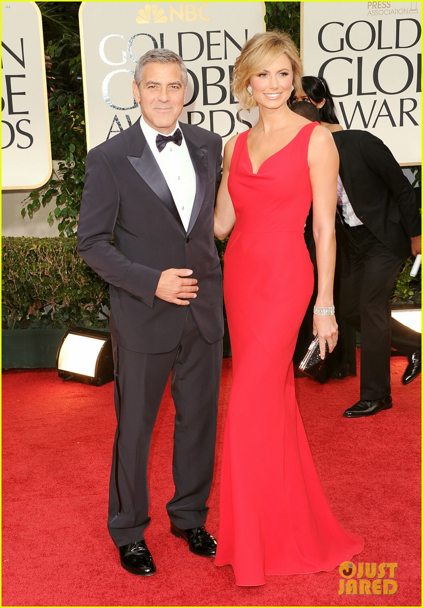 george clooney stacy keibler golden globes 2012 102618372