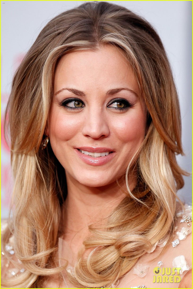 kaley cuoco peoples choice 2012 10
