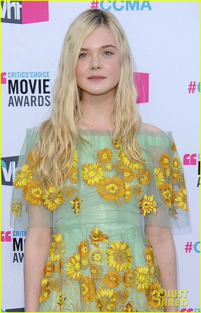 elle fanning critics choice awards 2012 02