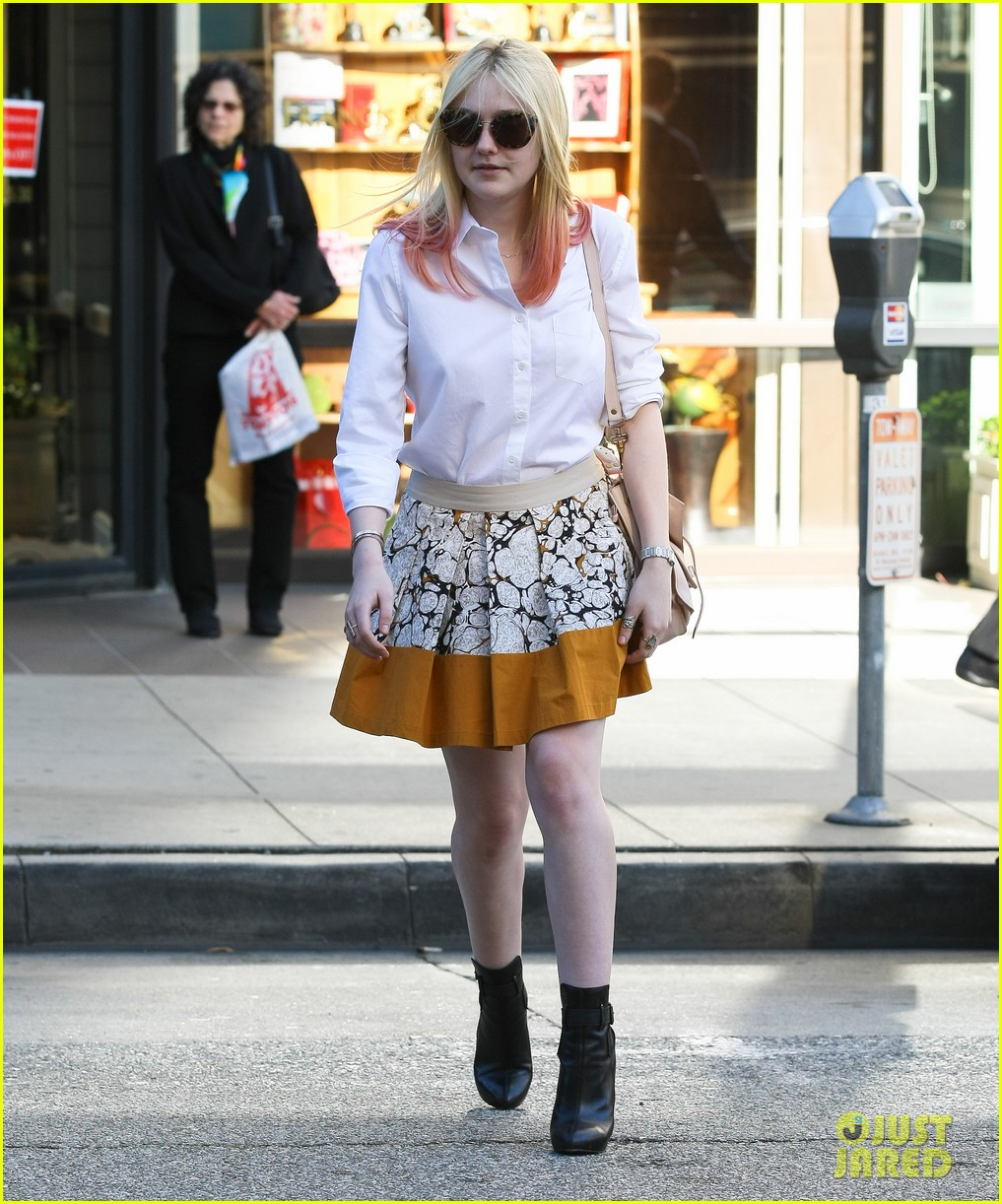 dakota fanning hot pink hair 03