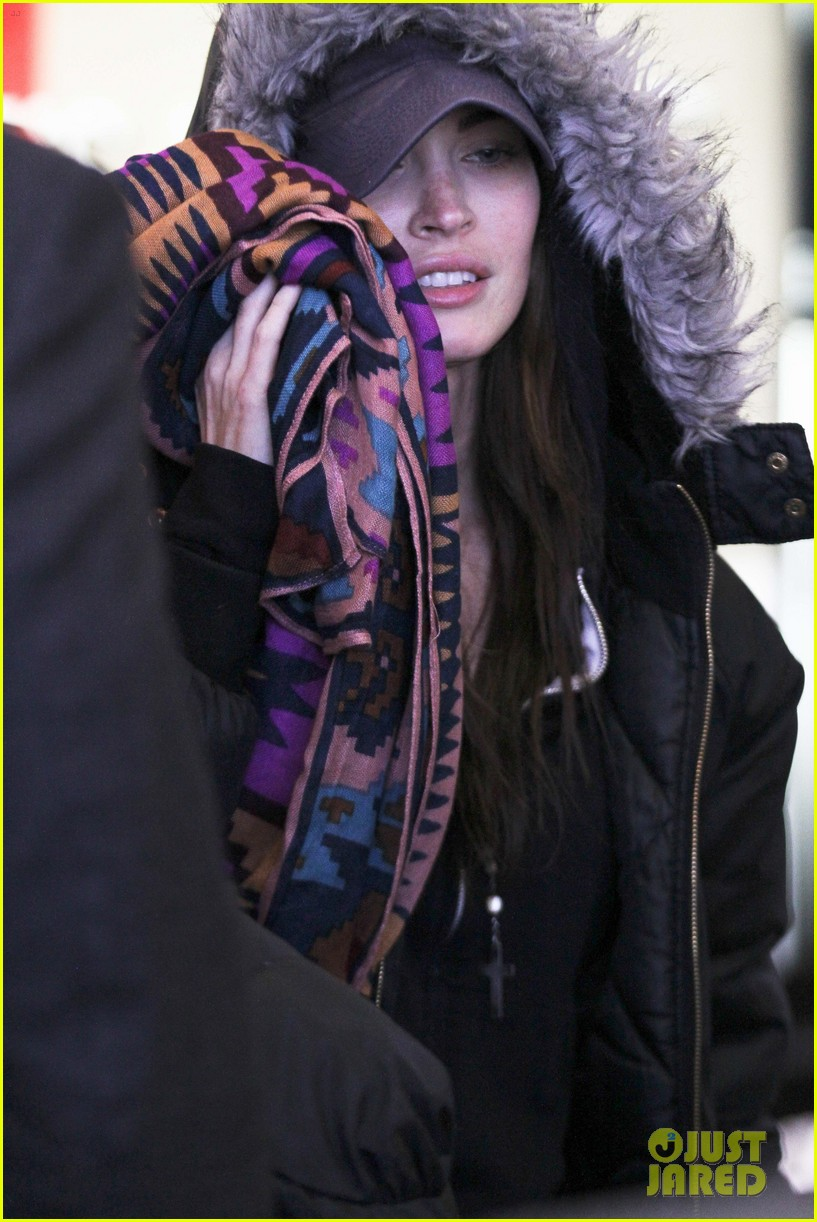 megan fox hides face lax 03