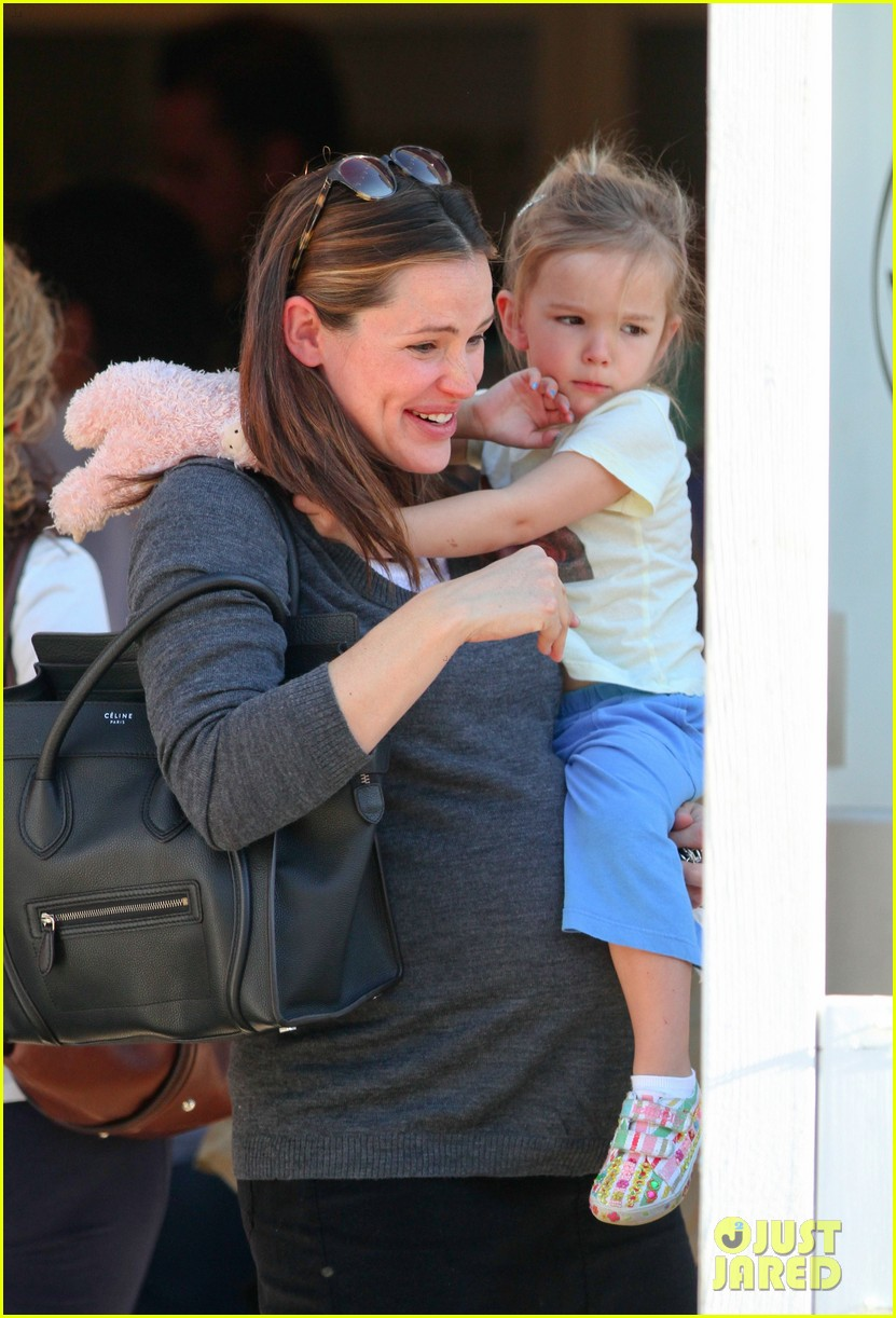 jennifer garner smooches seraphina 102614514