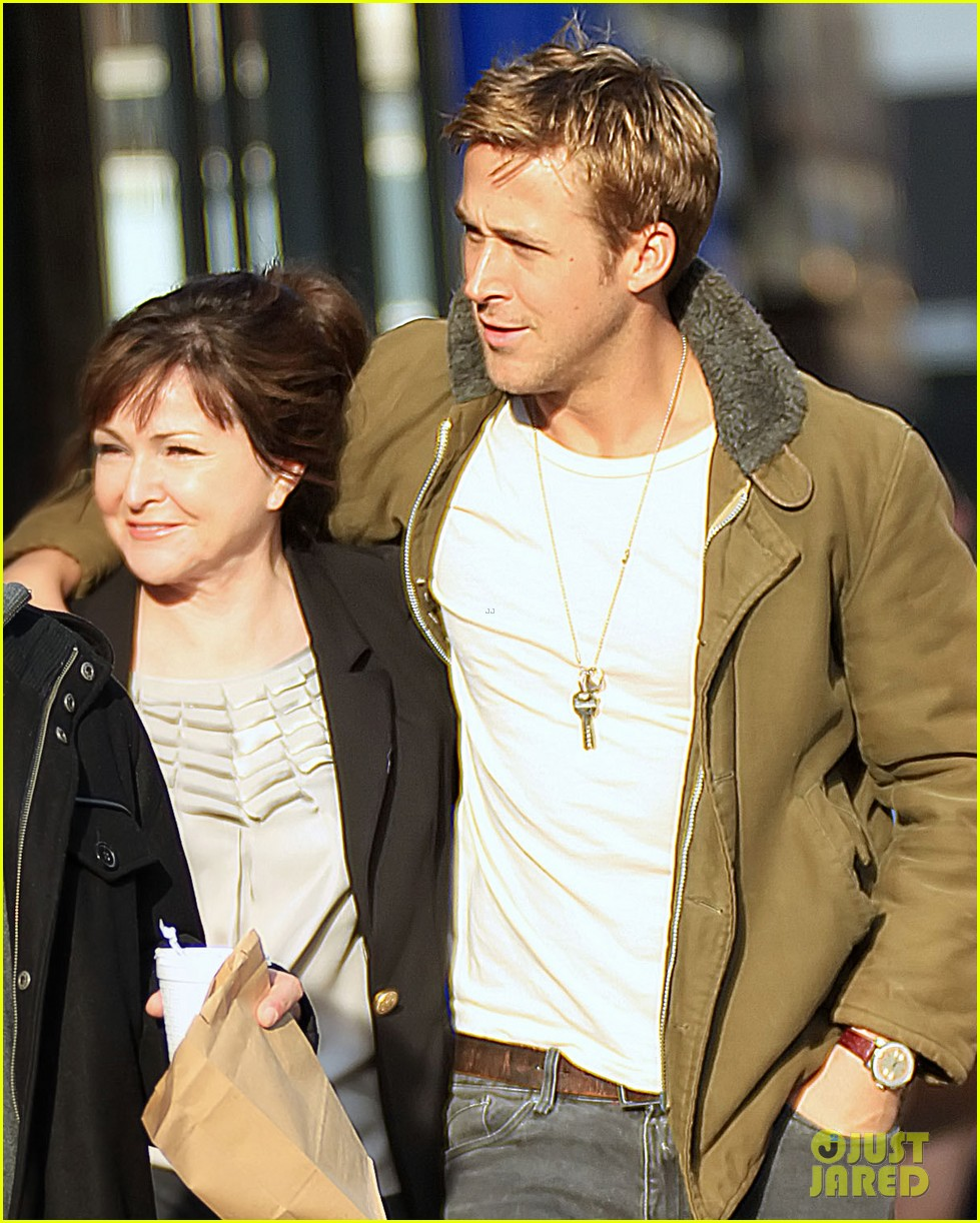 ryan gosling eva mendes day out in new york 05