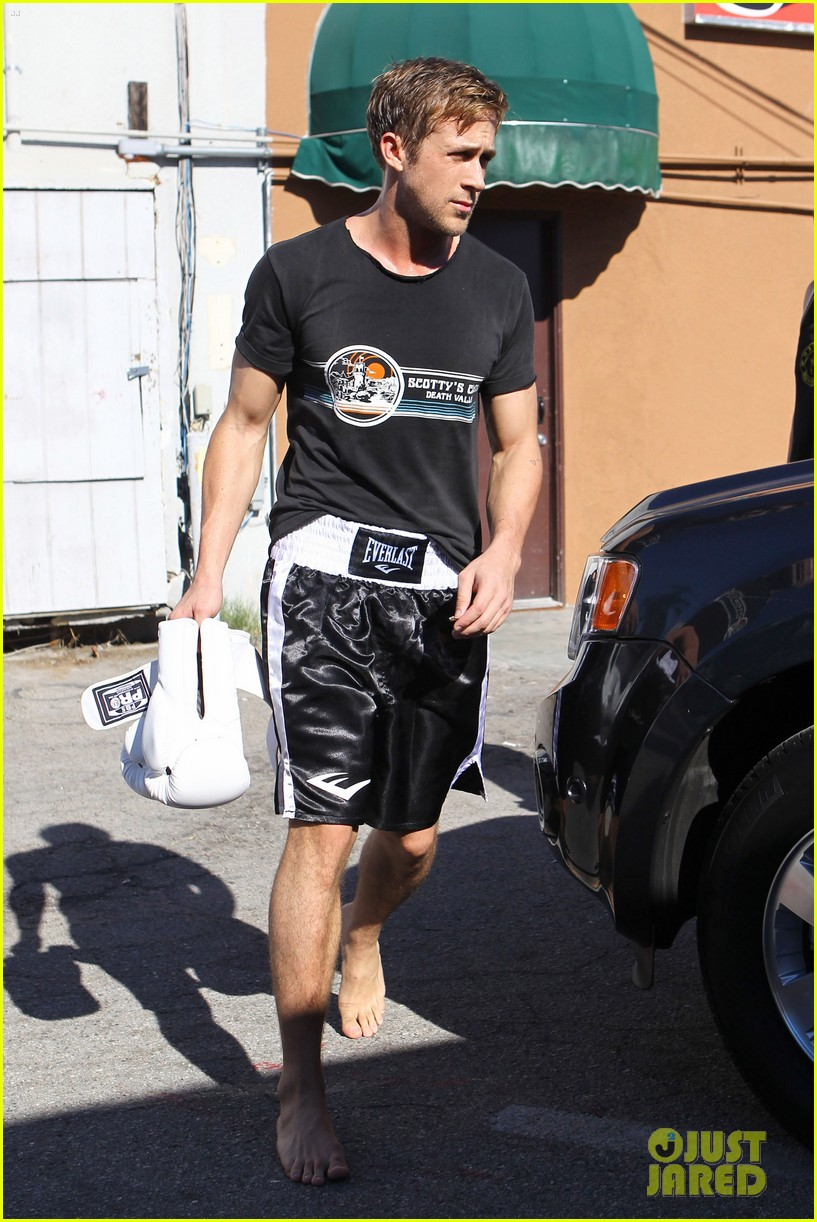 ryan gosling scottys t shirt workout 05