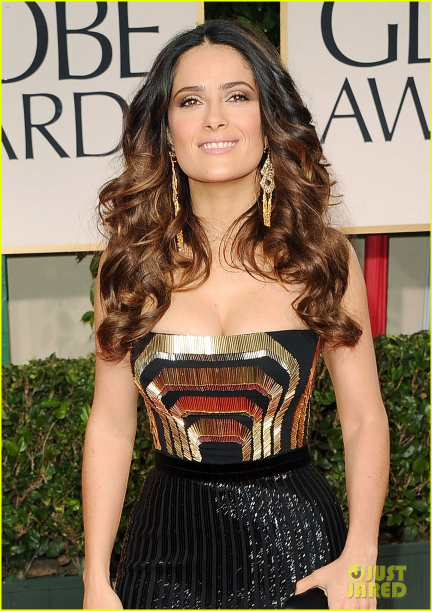 salma hayek 2012 golden globes red carpet 04