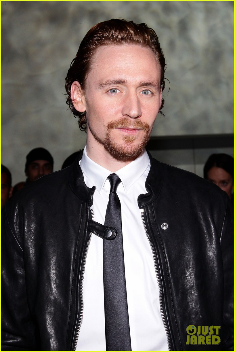 tom hiddleston armani fashion show 06